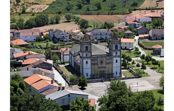 Basílica Menor de Santo Cristo de Outeiro_01_outeiro_1_24943328654d8a6fc86be3